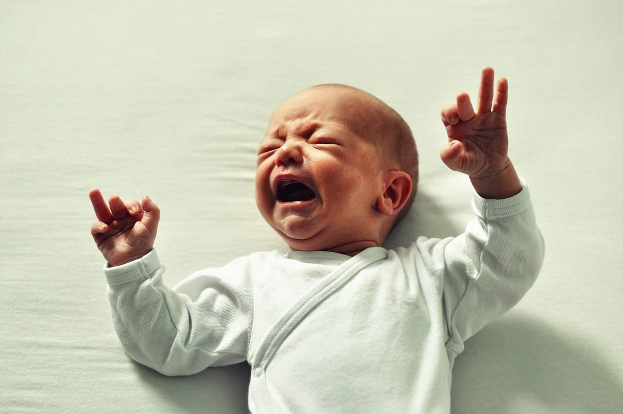 להרדים תינוק ללא בכי