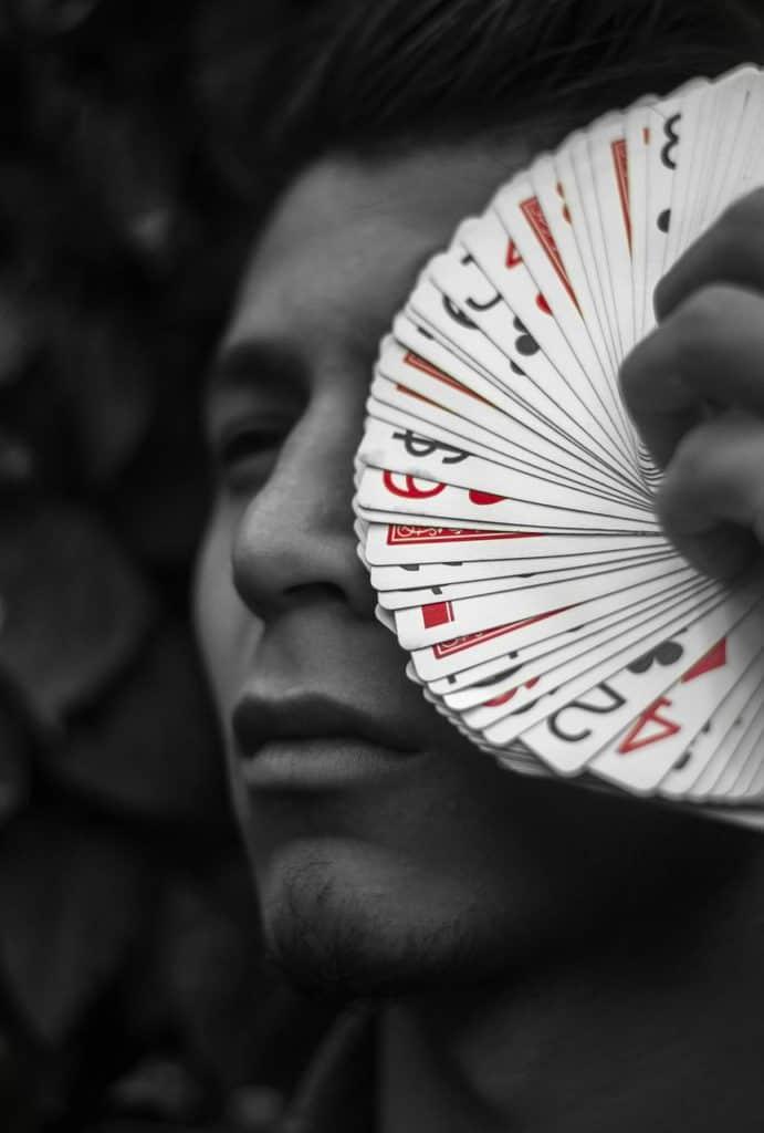 קוסם עם קלפים